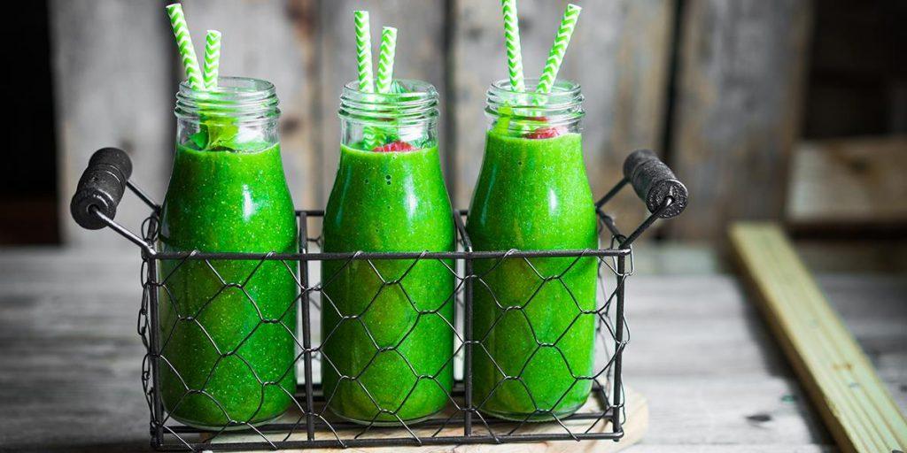 Et kick i hverdagen med disse freshe grønne smoothiene. Oppskriften  finner du på her https://coop.no/mega/kjokkenhagen/gronn-smoothie-med-sunne-ingredienser/ .
